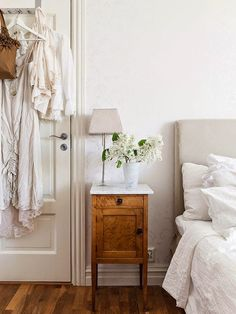 Interior design ideas: Bedroom decor with all white, petite night stand, warm wood floors, and crisp bright bedding. We are want to say thanks if you like to share this post to another. Decoracion Vintage Chic, Home Decor Bedroom, Bedroom Ideas, Master Bedroom, Headboard Ideas, Bedroom Interiors, Bedroom Colors, Bedroom Bed, Home Interior