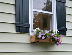 29 Rue House: Super Quick and Easy DIY Window Box