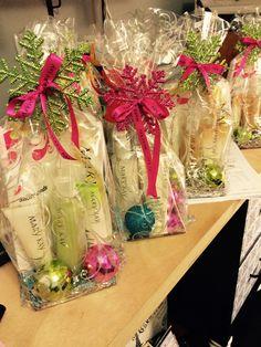 Easy Diy Christmas Gifts, Christmas Wrapping, Holiday Gifts, Christmas Crafts, Imagenes Mary Kay, Mary Kay Party, Mary Kay Cosmetics, Creative Gifts, Hampers
