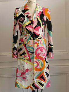70s Emilio Pucci Coat. Made out of Acetate and Spandex.