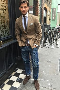 Schöner Mann, schönes Hemd - Johannes Huebl in ANTON MEYER