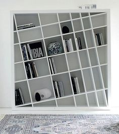 Freestanding lacquered #bookcase GIANO K by ESTEL | #design Monica Bernasconi, Norberto Delfinetti #white #minimal #interiors