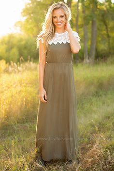 This beautiful olive maxi dress is perfect for fall days and pairs well with a cardigan or scarf for a warmer look!