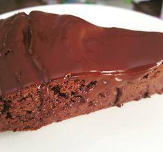 Brownie z czerwonej fasoli  Kakaludkowi bardzo smakuje jak dla za bardzo czuć w nim banana ;) Jedliście już kiedyś takie? #brownie #fasola #fit #dieta #przepis #czekolada #banan #chocolate #banana #diet #healthyfood #kakaludek #poznań #polska #poland #cake #dessert #food