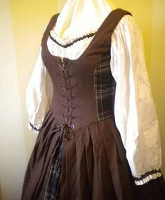 Scottish+fashion+1400-1600 | Women's Renaissance Gown Brown Celtic Irish or Scottish Dress ...