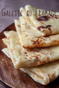 Recette des feuilles de rougag au fromage de vache qui rit. qui s'apparente à des msemens garnis au fromage. La cuisson de cette galette ou crêpes