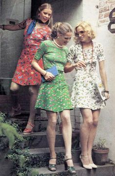 Floral skirts and tops in Australian Woman's Weekly, October 1974. (♥)