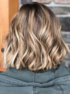 Balayage Blonde Ends - 20 Fabulous Brown Hair with Blonde Highlights Looks to Love - The Trending Hairstyle Brown Hair Balayage, Blonde Hair With Highlights, Brown Blonde Hair, Blonde Balayage, Short Hair With Balayage, Sun Kissed Highlights, Short Blonde, Brown Hair Colors, Hair Looks