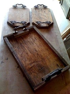 Barnwood made in plates and serving trays! Reusing old wood can . - Wood DIY ideas Barnwood made in plates and serving trays! The reuse of old wood can …, # Barn Wood Projects, Reclaimed Wood Projects, Reclaimed Barn Wood, Diy Pallet Projects, Barnwood Ideas, Barn Wood Crafts, Old Barn Wood, Recycled Wood, Diy Projects With Wood