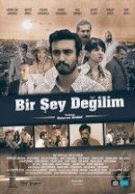 Bir Şey Değilim (2016) Yerli Filmini Full Hd  izlemek için tıkla:  http://www.filmbilir.com/bir-sey-degilim-2016-yerli-filmini-full-hd-720p-izle.html   Süre: 98 Dk. Vizyon Tarihi: 2016 Ülke: Türkiye Genç bir tiyatro oyuncusu olan Mahmut, zor günler geçirmektedir. İkinci sınıf sinema filmin kötü adam karakteri için çağrılınca kabul eder. Kötü adam karakterini oynayacaktır. Ancak oyunculuk başarısıyla filmin Jön'ünün kıskançlığına hedef olur.