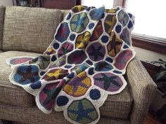 Make this stunning Brooklyn Star Granny Square Afghan with Lion Brand Vanna's Choice! Get the crochet pattern by KnitandCurl on Ravelry.