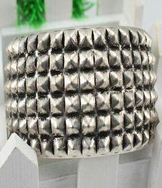 Retro Silver Rivet Bracelet US$6.69