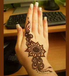 30 Very Simple Easy Best Mehndi Patterns For Hands Feet 2012 Henna Designs For Beginners 9 30 Very Simple, Easy & Best Mehndi Patterns For Hands & Feet 2012 | Henna Designs For Beginners