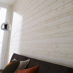 Mur de chambre recouvert de lambris bois posé à l'horizontal