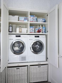 Great idea for a laundry for those strapped for space. By DEULONDER arquitectura domestica Rustic Laundry Rooms, Small Laundry Rooms, Laundry In Bathroom, Laundry Room Remodel, Laundry Closet, Laundry Room Storage, Laundry Room Design, Küchen Design, Design Ideas
