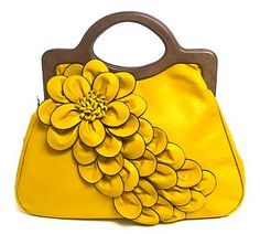 yellow flower purse! WANT IT!
