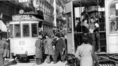 El 31 de mayo de 1871 se inauguraba el servicio de tranvías de Madrid con coches arrastrados por mulas. La celebración se encargó al restaurante Lhardy. La línea nacía en la calle de Serrano, por la calle de Alcalá llegaba a la Puerta del Sol y seguía hasta el barrio de Pozas.