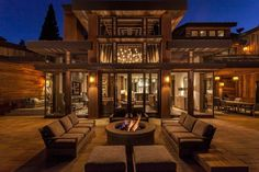 Lake Tahoe getaway features contemporary barn aesthetic - - Swaback Partners along with Studio V Interior Design created this rustic modern getway located in Martis Camp, Lake Tahoe, California. Modern House Design, Modern Interior Design, Interior Architecture, Contemporary Barn, Lake Tahoe, Building A Porch, House With Porch, Dream House Exterior, Cabin Homes
