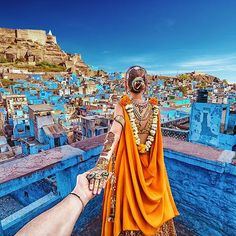 #followmeto the blue city of Jodhpur with @natalyosmann. #следуйзамной в Индию, в голубой город Джодхпур. Завтра в 10:10 на Первом Канале мы расскажем вам нашу историю Индии. Кто не проспит - напишите, что думаете :))? ___________________________________________ big thanks to @bazaarbridein @mohitrai and @nupurmehta18