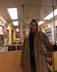 winter date outfits Socks Outfit, Coat Outfit, Fall Winter Outfits, Winter Fashion, Noora Style, Mode Outfits, Fashion Outfits, Estilo Indie, Hippie Stil