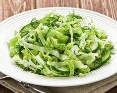 Salade de chou chinois Croq'Kilos au concombre et gingembre facile : http://www.fourchette-et-bikini.fr/recettes/recettes-minceur/salade-de-chou-chinois-croqkilos-au-concombre-et-gingembre-facile.html