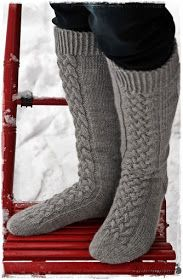 Suvikumpu: Suvikummun PunosPolviSukat Crochet Slippers, Knit Crochet, Quick Knits, Knitting Socks, Knit Socks, Thick Socks, Drop, Leg Warmers, Ravelry