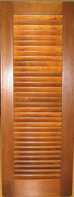 Vista interna di finestra in legno alluminio di frassino sbiancato ...
