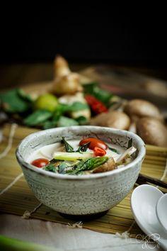 Tom Kha Gai | Thailändische Kokosmilchsuppe mit Hühnchen - LECKER&Co | Foodblog aus Nürnberg