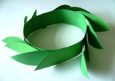 Make an olive leaf crown with the kids as part of your ancient Olympics activities. Olympic Games For Kids, Olympic Idea, Ancient Greece Crafts, Kids Olympics, Summer Olympics, Office Olympics, Special Olympics, Greek Crown, Ancient Olympics