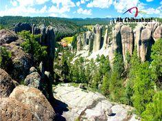 TURISMO EN BARRANCAS DEL COBRE. El Valle de los Monjes, ubicado a diez kilómetros de Creel, Chihuahua, es el lugar ideal para realizar recorridos sobre sus imponentes peñas verticales que alcanzan hasta los cincuenta metros además de ser perfecto para tomar fotografías. En su próximo viajar a Chihuahua, no dude en visitar este hermoso lugar. www.turismoenchihuahua.com  #visitachihuahua