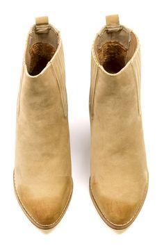 There's nothing like a good ankle boot to finish off your outfit. The classic shape and camel color make the Warren an effortless match for both dressed down and dressed up looks. Crazy Shoes, New Shoes, Me Too Shoes, Sun Models, Best Ankle Boots, Cowbell, Custom Curtains, Fashion Pictures, Adulting