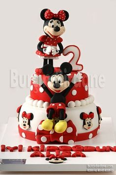 Minnie and Mickey Mouse Cake. Love the cake but the faces on the figures could be cuter. Bolo Mickey E Minnie, Theme Mickey, Mickey Cakes, Mickey Mouse Cake, Mickey Birthday, 21st Birthday, Birthday Cakes, Fancy Cakes, Cute Cakes