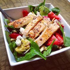 taylor made: strawberry, spinach, avocado & chicken salad with poppyseed dressing