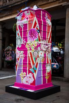 Telephone Boxes Become Works of Art in London