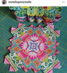 Origami Quilt, Millefiori Quilts, Cross Quilt, Paper Quilt, Hexagon Quilt, English Paper Piecing, Mini Quilts, Quilting Projects, Quilt Blocks