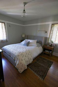 Um quarto com uma atmosfera tranquila no bangalô de Berkeley, Califórnia, USA.  Fotografia: Theresa Gonzalez.