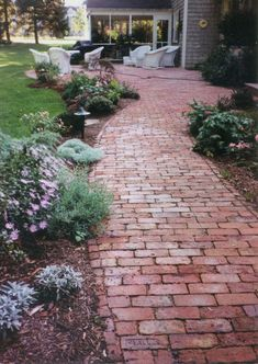 This post contains the most Awesome DIY Garden Pathway Ideas. These ideas will ensure that your garden becomes more beautiful Brick Pathway, Concrete Walkway, Brick Garden, Pallet Walkway, Stone Walkway, Diy Garden, Garden Cottage, Garden Paths, Gravel Garden