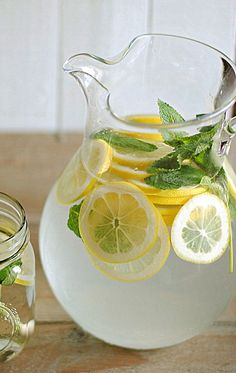 Lemon Water with Fresh Mint. Definitely will be using this for my detox! Lemon Mint Water, Juice Of One Lemon, Fresh Mint, Healthy Detox, Healthy Drinks, Healthy Food, Healthy Recipes, Comidas Light, Bebidas Detox