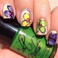 Lovely unusual flowe manicure