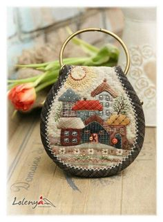 """Cute little village ~ great project for the """"Old Fashion Vintage Farmer's Wife"""" ~ Japanese Patchwork, Japanese Quilts, Patchwork Bags, Quilted Bag, Wool Applique Patterns, Sewing Appliques, Applique Quilts, Art Fil, House Quilts"""