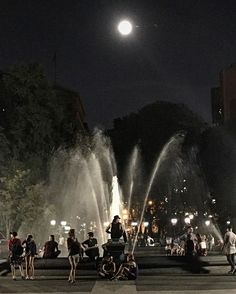 http://washingtonsquareparkerz.com/fullmoon-washingtonsquarepark-nyc/ | #fullmoon #washingtonsquarepark #nyc