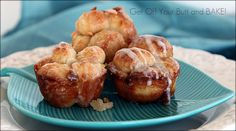 Mini Cinnamon Monkey Rolls We call these Monkey Muffins. My grandsons love these and always ask if Mimi can make some Monkey Muffins! Mini Monkey Bread, Cinnamon Monkey Bread, Monkey Bread Muffins, Cinnamon Rolls, Just Desserts, Delicious Desserts, Dessert Recipes, Yummy Food, Xmas Recipes