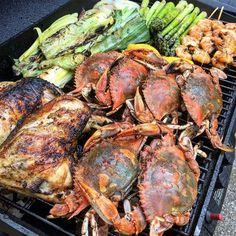 I don't know where this is but I want to be there! Pic and grilled crabs…