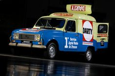 "Renault 4 Fourgonette ""Darty"""