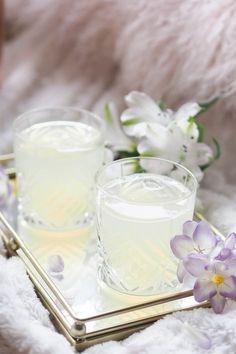 elderflower gin fizz cocktail recipe. Summer cocktails - gin cocktails - prosecco cocktails.