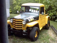 Bilderesultat for gul jeep willys Vintage Trucks, Old Trucks, Willys Wagon, Jeep Willys, Willis Pickup, Jeep Concept, Jeepster Commando, Old Jeep, Jeep Pickup
