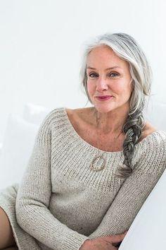 Von wegen Oma! Was früher als Tabu galt, ist heutzutage mega in: graue Haare! Wir auf jeden Fall finden graue Haare absolut sexy und zeigen euch wunderbare Frisuren...