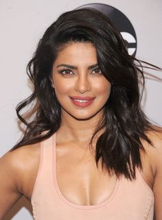 Priyanka Chopra Long Wavy Cut - Priyanka Chopra looked absolutely gorgeous with her teased waves at the 2016 ABC Upfront. Celebs, Hair Color And Cut, Jolie Photo, Shoulder Length Hair, Beautiful Indian Actress, Gorgeous Hair, Indian Beauty, New Hair, Belle