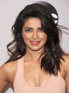 Priyanka Chopra Long Wavy Cut - Priyanka Chopra looked absolutely gorgeous with her teased waves at the 2016 ABC Upfront.