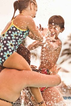 Have even more poolside fun this year with these kid-friendly swimming pool games. Your whole family will get a kick out of these easy and entertaining water games this summer! Swimming Pool Games, Cool Swimming Pools, Kid Pool, Cool Pools, Pool Fun, Fun Water Games, Fun Games, Backyard For Kids, Backyard Games